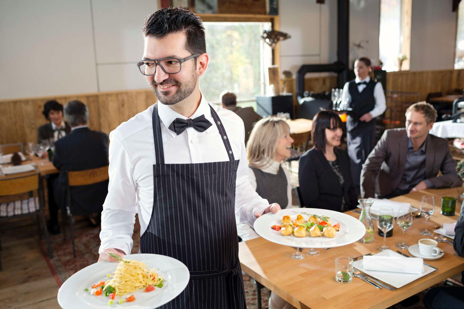 The catering sector: Service clothing and chef clothing | MEWA