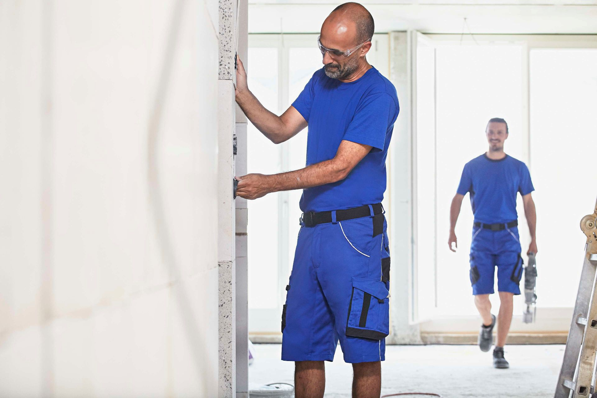 Electricians: Workwear and health and safety items | MEWA